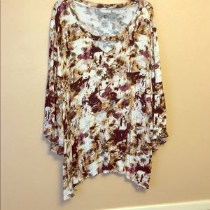 Watercolor wash top in 3XL with keyhole neckline.